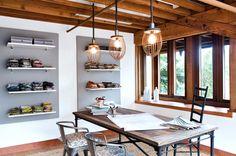 A praticidade e a personalidade ganham destaque no home office estilo industrial!