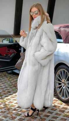 Picture 4 of 7 Long Fur Coat, Fur Coats, White Fox, Blue And White, Chinchilla, Lynx, New Blue, Long Jackets, Fur Jackets