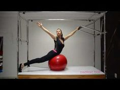 Pilates - Abdômen dos seus sonhos no Cadillac com a Bola de Pilates -  YouTube Pilates 4031bcccf6672