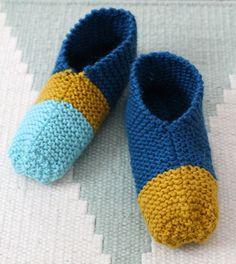 Bambula: DIY   Neuletossut Knitted Slippers, Knitting Charts, Crochet Fashion, Knitting Projects, Stuff To Do, Knit Crochet, Diy, Socks, Pattern