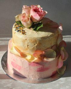 Vegan coconut-vanilla sponge layer cake with vegan buttercream and gelatine-free jam | thesmallslicebakery.com