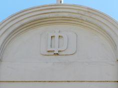 Cacería Tipográfica N° 256: Monograma DI en la calle Álvarez Thomas en el Centro Histórico de Arequipa. (El monograma es igual al de la Cacería Tipográfica N° 157).