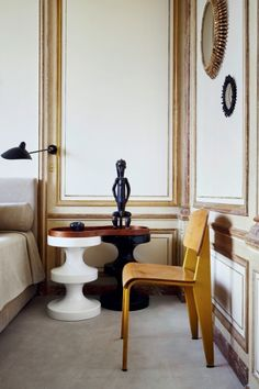 Collector Emmanel de Bayser's Paris apartment is a contrast between the modern and the classic, both in its architecture and furnishings he has carefully chosen for it.