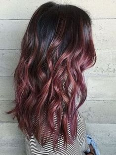 Are you looking to spice up your old hair and try something fun? These are the newest hair color trends that you need to try out immediately. 2018 is full of new hair color trends will make you feel brand new and confident. New Hair Color Trends, New Hair Colors, Trending Hair Color, Hair Trends 2018, Cabelo Rose Gold, Hair Color Dark, Hair Color 2018, Color Red, Hair 2018