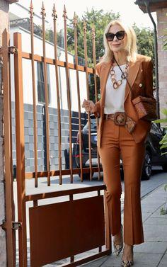 Die Instagram Styling Best-of von Bibi Horst, Stilexpertin 50+   Stilexperte für Styling und Anti-Aging 45+ Casual Wear Women, Women Wear, Carolina Herrera, Mode Outfits, Stylish Outfits, Fashion Over 50, Fashion Looks, Mode Ab 50, German Fashion