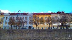 Τσεχία: Πράγα Αν και η Τσεχία μετράει μόλις είκοσι τρία χρόνια ως κράτος, η πρωτεύουσα της έχει μια ιστορία άνω των χιλίων ετών. Για όσους παραξενεύονται ή νομίζουν πως η αγγλική ονομασία της χώρας…