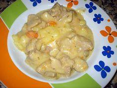 La meilleure recette de SAUTÉ DE DINDE A LA CRÈME! L'essayer, c'est l'adopter! 4.5/5 (4 votes), 6 Commentaires. Ingrédients: 1,5 kg de sauté de dinde, 1 oignon, 4 carottes, 8 grosses pommes de terre, 300g de champignons de Paris, 2 gousses d´ail, 30 cl de vin blanc, 1 cube de bouillon de volaille, 15 cl de crème fraîche, un peu de farine, olives vertes, la peau d´1 demi citron, 2 feuilles de laurier, thym, sel, poivre, huile d´olive.