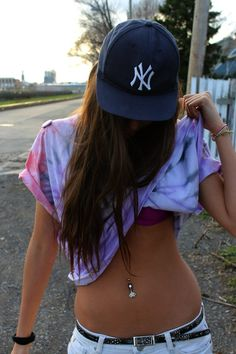 Beautiful stomach, n I love girls with belly button piercings <3