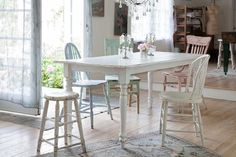 Shabby Chic Table Cloth shabby chic porch old shutters.Shabby Chic Porch Old Shutters. Comedor Shabby Chic, Baños Shabby Chic, Cocina Shabby Chic, Shabby Chic Interiors, Shabby Chic Homes, Shabby Chic Furniture, Country Interiors, Shabby Chic Kitchen Table, Shabby Chic Living Room