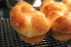 I love bread. I love buns (rolls) equally as much. My Step-Mom Irene makes the best (bar none) bread rolls I have ever eaten. Bread Bun, Bread Rolls, Clover Leaf Rolls, Rolls Recipe, Dinner Rolls, Sweet Bread, Buns, Bread Recipes, Holiday Recipes