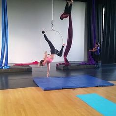 Video: lion roll. A little more from my only indoor training session of the summer :) #aerialist #aerialistsofig #acrobat #lyra #cerceau #aerialhoop #circus #cirque #aerialarts #circusartistcirque