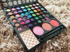 Que tal mais cor na make? Review da paleta 48 cores 3D da Vult Cosmética no Blog Todas as Estações.
