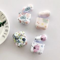 For AirPods Case luxury oil Painting flower Protective Cover For Air pods 2 case Luminous silicon Wireless Earphone Case Fone Apple, Apple Airpods 2, Cute Cases, Cute Phone Cases, Iphone Cases, Iphone 11, Accessoires Iphone, Mould Design, Earphone Case