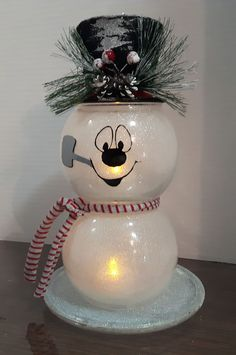 Most up-to-date Snap Shots christmas Snowman Crafts Thoughts You won't need a special wand to develop magical recollections in the winter months months. Snowman Christmas Decorations, Christmas Ornament Crafts, Snowman Crafts, Christmas Centerpieces, Christmas Snowman, Holiday Crafts, Christmas Holidays, Snowman Wreath, Tree Crafts