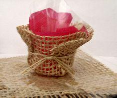 Forminha/cestinha de Juta, delicada e com ótimo acabamento, Linda para acomodar doces de festa ou pequenos mimos na decoração...  exclusividade da Ambel artesanato