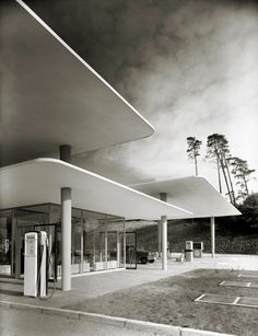 Gas station by Henri Heidersberger, Blue Lake 1953