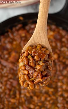 THE BEST baked beans you will ever taste! I'm obsessed with this recipe! Easy Ultimate Baked Beans for game day food Canned Baked Beans, Best Baked Beans, Baked Beans With Bacon, Baked Bean Recipes, Bushes Baked Beans Recipe, Crockpot Baked Beans, Slow Cooker Bbq, Slow Cooker Recipes, Crockpot Recipes