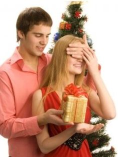 How to Pick the Perfect Christmas Gifts for Her 2012 - There is not many more days until we will find Christmas approaching at our doorsteps....