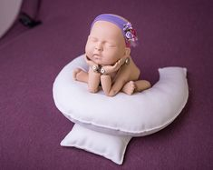 Posing Egg With Pillow Newborn posing pillows - - Newborn Photography Newborn Fotografia, Foto Newborn, Newborn Photos, Newborn Session, Newborn Posing Guide, Baby Kicking, Foto Baby, After Baby, Baby Arrival
