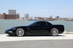 Us Cars, Sport Cars, Weird Cars, Cool Cars, Classic Corvette, Black Corvette, Chevrolet Corvette C4, Chevy Vehicles, Chevy Girl