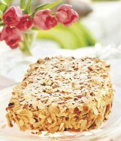 Ellen Svinhuvudin kakku  6 kpl valkuaista 3 1/2 dl tomusokeria 150 g manteleita (jauhettuna)  Mokkatäyte ja kuorrutus: 3/4 dl sokeria 1 1/2 dl kahvijuomaa 1 1/2 dl kahvikermaa 300 g voita 100 g manteleita (jauhettuna)  Pinnalle: 80 g manteleita (lastuina) 1/2 dl tomusokeria