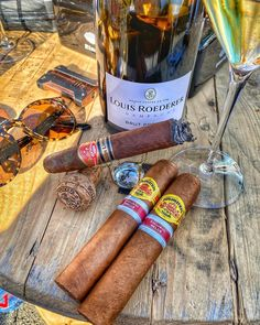 Cuban Cigars, Cigars And Whiskey, Luxury Homes Dream Houses, Luxury Life, Top Of The Morning, Cigar Art, Cigar Room, Cigar Accessories, Up In Smoke