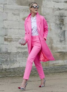 street style: Paris Fashion Week Fall A flashy pink suit is just the right notice-me look for Paris Fashion Week. Pink Fashion, Fashion Week, Womens Fashion, Fashion Trends, Paris Fashion, Trendy Fashion, Color Fashion, Fashion Ideas, Business Outfit Frau