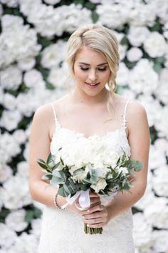 Blomstervegger er en trend som har kommet for å bli. De gir en romantisk og lun stemning til den store dagen. Book en blomstervegg til ditt bryllup hos oss! Flower Wall Hire, Wedding Flowers, Wedding Dresses, Event Decor, Backdrops, Wedding Decorations, Blush, Making Memories, Walls
