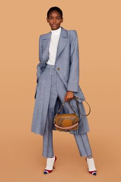 Fendi Milano - Pre-Spring 2019 - Shows - Vogue. Women's Runway Fashion, Fashion 2018, Fashion Week, Fashion Brand, Fashion Models, Fashion Outfits, Womens Fashion, Fashion Design, Fashion Boots