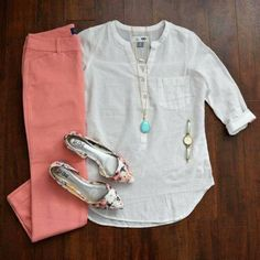Coral pants, turquoise necklace, and floral flats - the perfect spring work outfit! Great Friday outfit or Saturday shopping. Mode Outfits, Casual Outfits, Work Fashion, Spring Fashion, Outfit Chic, Coral Pants Outfit, Coral Jeans, Teaching Outfits, Spring Work Outfits
