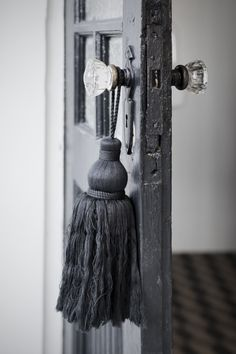 31 Days of French-Inspired Style Day Tassels White Light, Grey And White, Decoration Entree, Crystal Door Knobs, Glass Knobs, Glass Door, Fifty Shades Of Grey, Door Handles, Tassels