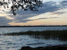 Urlaub mit Hund am Plauer See in der Mecklenburger Seenplatte Euer Hund schwimmt gerne  und Eure Kinder plantschen gerne im Wasser? Dann macht Urlaub an der Müritz in Mecklenburg Vorpommern ;) Hier findet Ihr die besten Hotels…