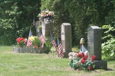 How to Make Floral Arrangements for Graves