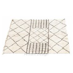 Beautiful #thread detailing at one side makes this #BeniOurain #rug a perfect choice for living room #decor!
