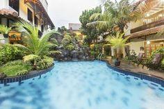 Caption duta garden hotel dilengkapi dengan taman dan kolam renang