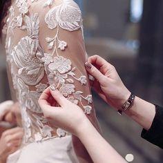 "111 likerklikk, 1 kommentarer – Daalarna Couture (@daalarnacouture) på Instagram: ""Every Daalarna gown is 100% handmade in Budapest, Hungary at the birthplace of Daalarna """