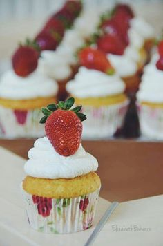 Vanilla strawberry cupcakes Strawberry Cupcakes, Cheesecake, Vanilla, Baking, Desserts, Food, Tailgate Desserts, Deserts, Cheesecakes