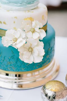 Turquoise and Gold wedding cake