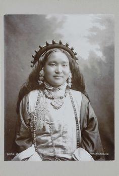 Theodor Paar | Bhutiase vrouw, Theodor Paar, c. 1895 - c. 1915 |