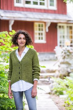 A boxy, open-gauge cardigan in Quarry: the ultimate in slouchy comfort that doesn't sacrifice good looks. Riverbend's hem is shaped with short rows so that the back is several inches longer than the cropped fronts. The deep V of the neckline makes it easy to layer. All pieces are knit flat, and we chose to …
