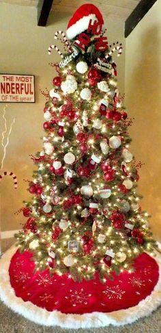 I Have Finally Figured Out The Perfect Formula For Decorating A Tree And I  Share These Tips And Tricks In My Santa Christmas Tree Decorating Tutorial.