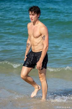Shawn Mendes & Camila Cabello Kiss at the Beach, Flaunt Hot Bodies in Miami!: Photo Shawn Mendes and Camila Cabello share a steamy kiss while taking a dip in the water at the beach on Monday (July in Miami, Fla. Shawn Mendes Kissing, Shawn Mendes Shirtless, Shirtless Men, Shawn Mendes Photoshoot, Liam Payne, Miami Beach, Shawn Mendes Sem Camisa, Shane Mendes, Hot Shawn Mendes
