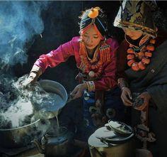 Preparing butter tea - Tibet