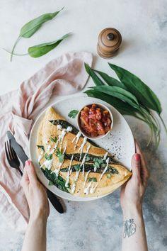 Pinterest     @AdelineLeeuw Veganes Omelette mit Kichererbsenmehl & Bärlauch · Eat this! Vegan Food & Lifestyle