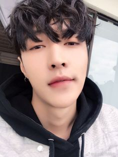 """Whereas Kyungsoo found himself 'stuck in between' possessive twins."" Kai said to his brother. Baekhyun Chanyeol, Yixing Exo, Park Chanyeol, Lay Exo, K Pop, Tao, Kim Minseok, Xiuchen, Exo Ot12"