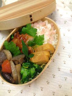Twitter from @Izumi Kumasaka 本日のお弁当■鶏肉の照焼き、根菜煮物、菜ばなのポン酢お浸し、卵焼き #obentoart #obento