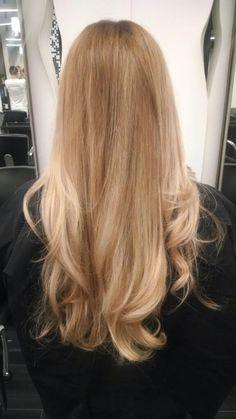 Corist: Diana vivilecchia @fiorio square one. Sunkist natural beachy blonde. Balayage sombre
