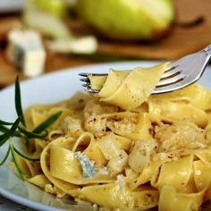 Preferably use fresh pasta. You can make this recipe with other kinds of pasta. Wash and chop the parsley. Peel the pears and cut into cubes...