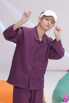 Kim taehyung college hearthrob and a playboy who fall in love with Jeon Jungkook. If you let others to touch you jungkook. Namjoon, Kim Taehyung, Seokjin, Daegu, Jimin, Bts Bangtan Boy, Kpop, Boy Band, Bts Kim