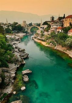 La encantadora ciudad de Mostar - Bosnia y Herzegovina Places Around The World, Oh The Places You'll Go, Travel Around The World, Places To Travel, Places To Visit, Around The Worlds, Wonderful Places, Beautiful Places, Bósnia E Herzegovina